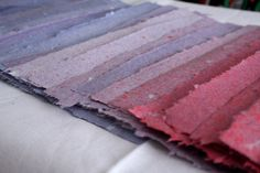 Prinzessin Meisenherz: How to make: Papier Shibori, Paper Art, Paper Crafts, Organic Art, Diy Papier, Handmade Books, Book Binding, How To Make Paper, Cute Crafts