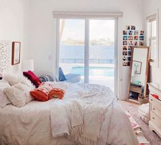 14 Trendy Bedroom Design and Decor Ideas for Your Next Makeover - The Trending House Cute Bedroom Ideas, Cute Room Decor, Dream Rooms, Dream Bedroom, Aesthetic Room Decor, Cozy Room, My New Room, House Rooms, Room Inspiration