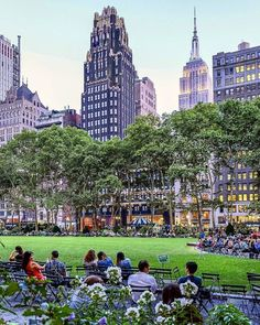 Bryant Park by http://Chandle.art [HD http://gonyc.co/2ftXlQv ]