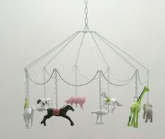 make this with crystals insted of plastic animals decorate as shabby chick. cute DIY idea: Carousel Mobile with plastic animals Diy And Crafts, Crafts For Kids, Deco Kids, Party Set, Idee Diy, Plastic Animals, Plastic Animal Crafts, Plastic Dinosaurs, Blog Love