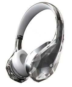 This is fashion to be seen and heard: Monster Sound in a stunning diamond-inspired design. Co-developed and musically directed by international superstar JYP in collaboration with the technology experts at Monster, they have created a world-class headphone in both sound and bold design.