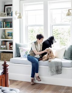 Find page-turning ideas that will help you transform an awkward corner into a cozy reading nook while you relax and rejuvenate at home. Architecture Design, Large Bathrooms, Large Table, Built In Cabinets, Bean Bag Chair, New Homes, House Design, Dining, Furniture
