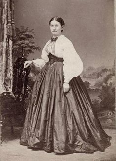 CDV. (I like those sleeves!)