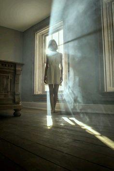 Non mai paura dell'ombra. È lì a significare che vicino, da qualche parte, c'è la luce che illumina. Ruth E.Recnkel Porta il tuo viso verso il sole e le ombre cadranno dietro di t…