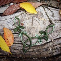 Macrame necklace leaves, celtic and elf estyle in green, elven fairy faery fantasy hippie boho bohemian festival spiritual bohemian jewelry