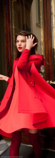Street Style Lady in Red! Oh, oh, oh, oh, the Lady in Red! Beauty And Fashion, Red Fashion, Look Fashion, Womens Fashion, Street Fashion, Looks Chic, Mode Inspiration, Fashion Inspiration, Color Inspiration