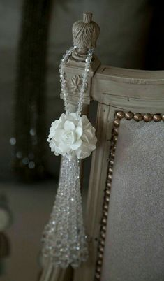Diy Crafts - ROSEY POSEY TASSEL Elegant and delicate design showcasing exquisite hand crafted ceramic floral clusters and gleaming crystal bead detai Beaded Beads, Crystal Beads, Manualidades Shabby Chic, Luxury Wardrobe, Light Pull, Shabby Chic Crafts, Diy Tassel, Passementerie, Curtain Tie Backs