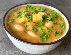 Když chceme sytější verzi tradiční bramboračky, perfektně poslouží velké bílé fazole. Bílé máslové fazole jsou zdrojem bílkovin, vlákniny a celkově bramboračku vylepší a obohatí. Vegan Foods, Meal Planning, Food And Drink, Soup, Meals, Ethnic Recipes, Fit, Quinoa, Bulgur