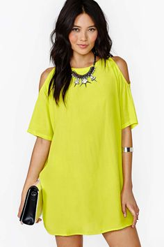 Nouvelle mode 2014 été, robes fille creux sexy robe jaune citron .Les épaules dénudées c'est le charme asuré