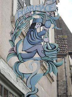 NOYERS-SUR-SEREIN(89)-Cité Médiévale Door Signage, Metal Signage, Blade Sign, Storefront Signs, Old Pub, Different Signs, Restaurant Signs, Fun Signs, I Love Paris