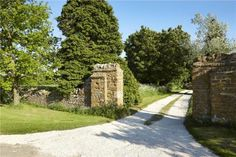 Cold Norton Priory, Heythrop, Chipping Norton, UK Driveway Entrance