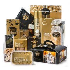 Dit concept van a box-in-a-box is reeds lange tijd een bestseller in onze kerstcollectie. Het geeft u de mogelijkheid om iedereen eenzelfde basisgeschenk te geven, terwijl er toch onderscheid gemaakt kan worden d.m.v. de separate inzetbox, bijv. wijn mét en wijn zonder alcohol. Ook kan de inzetbox leeg blijven zodat u zélf een product kunt toevoegen. Mogelijkheden te over. #InGoldWine