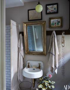 John Derian's New York Apartment bathroom white subway tiles marble antique mirror and brass sink Bathroom Interior Design, Home Interior, Apartment Interior, New York Apartments, Manhattan Apartment, Manhattan City, Deco Design, Home And Deco, Interiores Design