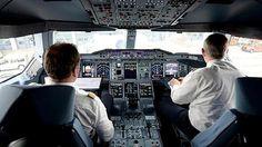 Pilotin erklärt: Darum ist die Cockpit-Tür im Flug immer verschlossen http://www.focus.de/panorama/videos/ein-klopfen-an-der-tuer-pilotin-packt-aus-so-entstehen-die-geheimen-anti-terror-codes-der-besatzung_id_4462711.html www.focus.de/panorama/videos/machtlos-ausgeliefert-pilot-bringt-flugzeug-zum-absturz-warum-die-crew-nicht-eingreifen-konnte_id_4572510.html