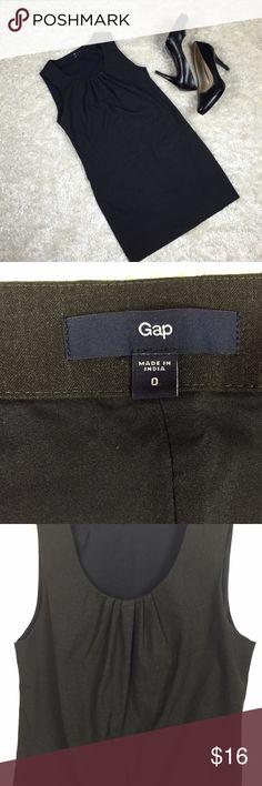 Gap Dark Gray Shift Dress Size 0 Dark gray, sleeveless shift dress. Bust: 32 in; 81 cm Length: 30 1/2 in; 77.5 cm GAP Dresses