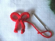 Christmas Wreath Knitting Pattern, Minature - Natural Suburbia