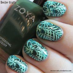Jungle wallpaper manicure: January NCC #2 | Doctor Crafty