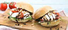 Deze Italiaanse bol belegd met mozzarella, tomaat, parmaham en rucola is een echte aanrader! Panini Sandwiches, Mozzarella, Tortilla Wraps, Lunch Room, Ciabatta, Lunch Time, What To Cook, Salmon Burgers, Food To Make