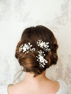 Hey, I found this really awesome Etsy listing at https://www.etsy.com/listing/497342364/bridal-hair-pins-crystal-pearl-hair-pin