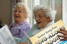 ouderen vinden het nog steeds leuk om samen liedjes te zingen