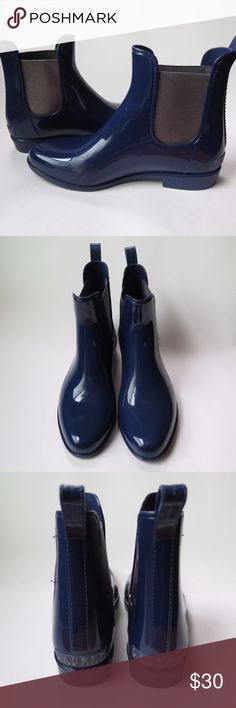 LAUREN Ralph Lauren 8M Rain Boots Navy Shiny For sale are these LAUREN by Ralph Laren rain boots. They're comfortable and stylish.   Make a splash in your wardrobe this season with these rain boots from LAUREN by Ralph Lauren.  PVC and rubber upper. Pull-on construction. Back-pull tab for easy on-and-off. Contrasting side gore panels. Rounded toe. Signature logo at heel panel. Synthetic lining with a polka dot pattern. Padded footbed. Treaded rubber outsole   * Photos and measurements are…
