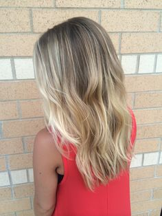 Hair Color Trends 2018 – Highlights : Low maintenance blonde hair with balayage'd highlights - Modern Corte Y Color, Hair Color And Cut, Balayage Hair, Blonde Hair With Balayage, Blonde Balayage Mid Length, Mid Length Blonde Hair, Baylage Blonde, Beachy Blonde Hair, Soft Balayage