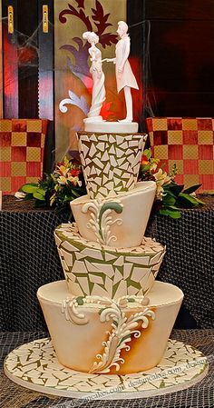 Topsy turvy wedding cake. HATS OFF to the designer! Such visual appeal and the shape great! (such trendy cakes need BOLD colors to go with! Like peacock greens and teals and black and white combo! YEAHH!!