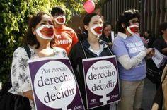 Las mujeres que apoyan el asesinato de otras mujeres.