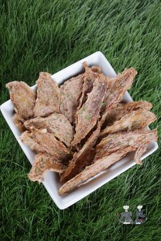 strawberry peanut butter chicken jerky dog treat recipe Dog Treat Recipes, Fruit Recipes, Chicken Recipes, Cooking Recipes, Drying Mint Leaves, Peanut Butter Chicken, Dehydrator Recipes, Gluten Free Chicken, Biscuit Recipe