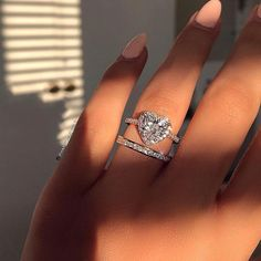 The perfect love affair with the Heart Luxe & Melrose Band 💛 – Todo sobre accesorios contigo Cute Jewelry, Jewelry Rings, Jewelry Accessories, Gold Jewellery, Silver Jewelry, Dream Engagement Rings, Vintage Engagement Rings, Heart Shaped Engagement Rings, Cute Rings