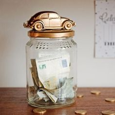 coin bank DIY Car Coin Bank Collect the funds for your drivers permit or the car of your dreams in this savings jar. this step by step tutorial to create your own. Wooden Piggy Bank, Diy Piggy Bank, Drivers Permit, Money Saving Box, Savings Jar, Money Jars, Leather Card Wallet, Diy Blog, Diy Car