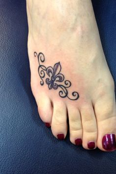 Fleur de lis tattoo!!!! I like the idea of it on your foot.