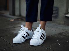 super star - adidas / 今年はスポーティーが合言葉。 綺麗目パンツと合わせてカジュアルダウンさせて。