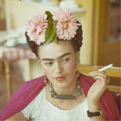 Frida Kahlo in Mexico, Her husband Diego Rivera likened Frida's famous unibrow to the glossy wings of a blackbird. Diego Rivera, Frida E Diego, Frida Art, Selma Hayek, Natalie Clifford Barney, Nickolas Muray, Kahlo Paintings, Mexican Artists, Photoshop