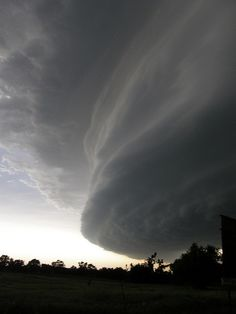 Wall cloud before a tornado