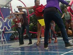 goyang ala Fitri Karlina at Inbox SCTV :: location Miko Mall Kopo bandung, 12.6.13