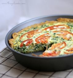 This Tomato Bacon and Spinach Quiche from This Gal Cooks uses a pre-made pie crust and fills it with bacon, spinach, eggs, cheese and a little more cheese for good measure. Perfectly portable, this dish would be great at your Easter brunch. Make Ahead Breakfast, Breakfast Dishes, Breakfast Recipes, Breakfast Quiche, Breakfast Casserole, Quiches, Cooking Recipes, Healthy Recipes, Brunch Recipes