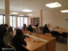 Nuevo espacio en #Biblioteca Central de #Badajoz para trabajo en grupo, descanso y comida... Foto de Biblioteca Universidad de Extremadura.