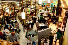 En la librería Rayuela de la ciudad de La Rioja / Argentina. Leyando algunos de mis cuentos