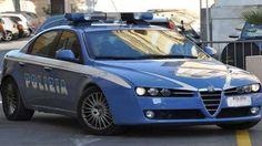 Napoli, tre ragazzi sono stati sorpresi in flagranza dalla Polizia mentre mentre rapinavano un venditore