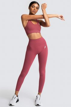 Foto Sport, Poses References, Fitness Photoshoot, Workout Attire, Sporty Outfits, Gym Outfits, Workout Aesthetic, Yoga Bra, Seamless Leggings