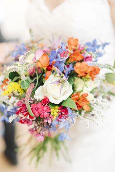 #brautstrauß #bouquet Bunte Sommerhochzeit in einem alten Gewächshaus | Hochzeitsblog - The Little Wedding Corner