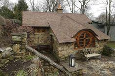 hobbit house 2 Tolkien Fanatic Builds Hobbit House In Pennsylvania Shire
