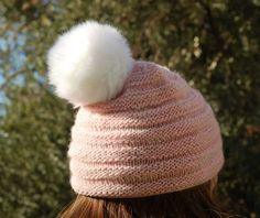 Hand knitted For children age Handdyed yarn Alpaca Wool Available with pompon in white fake fur, rose fur and in wool/alpaca. Knitted Hats, Winter Hats, Beanie, Trending Outfits, Knitting, Unique Jewelry, Handmade Gifts, Rose, Awesome
