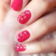 DIY Pink bubbly jeweled nails at for Valentine's Day manicure inspiration!
