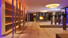 Lobby mit Wasserfront Design Hotel, Superior Hotel, Snow Skiing, Room, Furniture, Holiday, Home Decor, Time Out, Pictures