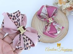 ✔️Laço Camafeu De Luxo💎 (9) By AMILCA TROPIANO - YouTube Making Hair Bows, Diy Hair Bows, Ribbon Hair, Ribbon Bows, Kanzashi Tutorial, Bow Tutorial, Princess Crafts, Hair Beads, Baby Crafts