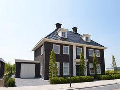 Met recht een statige woning, de z.g. notariswoning zoals deze vroeger werd genoemd.