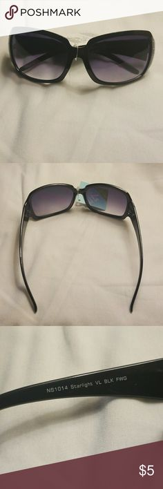 Fashion sunglasses My pictures are my description   Please feel free to contact me with any questions, concerns or additional pics   Items are shipped Mondays, Wednesdays and Fridays   Thanks for stopping by the Almesi2 Closet No brand Accessories Glasses