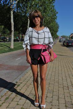 Pantalones y blusa de Zara.